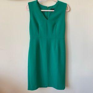 Ann Taylor green structured v neck dress #925